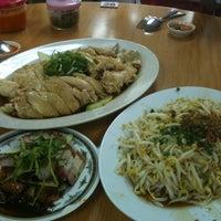 Photo taken at Kar Heong Chicken Rice by Jenson L. on 1/1/2011
