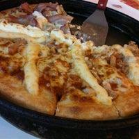 Photo taken at Pizza Hut by Rafa T. on 10/15/2011
