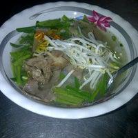 Photo taken at Hủ tíu Mỹ Tho đặc biệt by wetfoot  on 1/25/2012