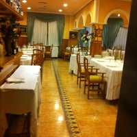 Photo taken at Restaurante El Cruce by _ on 9/24/2011