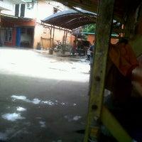 Photo taken at Pondok Service Car Wash by Doddy A. on 3/3/2012