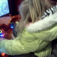 Photo taken at Red Robin Gourmet Burgers by Jessica N. on 1/14/2012