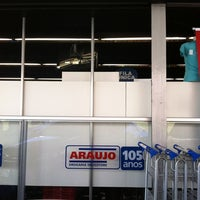 Photo taken at Drogaria Araujo by Rafaela P. on 8/14/2011