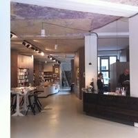 Das Foto wurde bei ocelot, not just another bookstore von Yana G. am 6/27/2012 aufgenommen