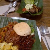 Photo taken at Waroeng Kita by Alfin K. on 7/24/2012