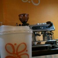 Photo taken at Magnolia Café by Rodolfo O. on 1/27/2012