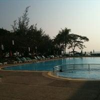 Photo taken at Beach Garden Hotel Cha-am by l3aibai  on 1/3/2011