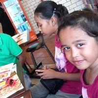 Photo taken at Pizza Hut by ♡♥ deiana ♥♡ on 9/7/2012