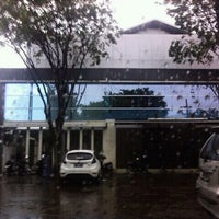 Photo taken at SMA Negeri 16 Surabaya by Rinaldi Wicaksana on 2/4/2011