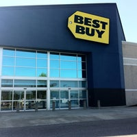 Photo taken at Best Buy by Mark H. on 4/17/2011