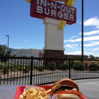 Photo taken at In-N-Out Burger by Nguyen-Anh L. on 7/22/2012