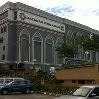 Photo taken at Dataran Pahlawan Melaka Megamall by Bob E. on 4/22/2012