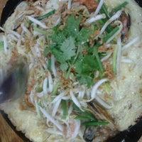 Photo taken at โรงแรมเก๊ทอิน by Nampung t. on 8/13/2012