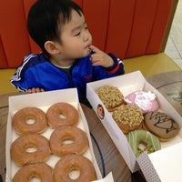 Photo taken at Krispy Kreme Doughnuts by AG K. on 4/22/2012