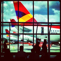 Photo taken at Terminal Puente Aéreo by Jose B. on 3/4/2012