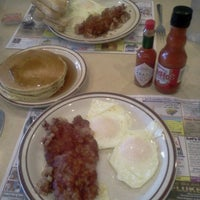 Photo taken at Flap Jack Restaurant by J S. on 9/21/2011