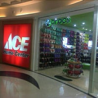 Photo taken at ACE Home Center by Welliam I. on 11/5/2011