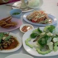 Photo taken at ส้มตำแม่ลำยอง นวลจันทร์ by Noin on 3/18/2012
