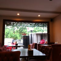 Photo taken at Resto Kaliwang by Raihaan Yanes K. on 10/23/2011