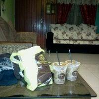 Photo taken at OldTown White Coffee by Rosmah Shaharudin L. on 9/4/2012
