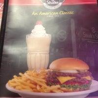 Photo taken at Steak 'n Shake by Kevin on 8/19/2012