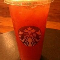 Photo taken at Starbucks by Chui L. on 1/31/2012