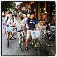 Photo taken at Hue Backpackers by Rizky Prambudi Tanrian on 11/2/2011