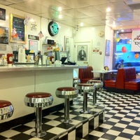 Photo taken at Lori's Diner by Tomoyuki N. on 4/5/2012