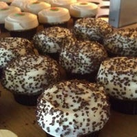Photo taken at Sprinkles Cupcakes by Nelson G. on 8/26/2011