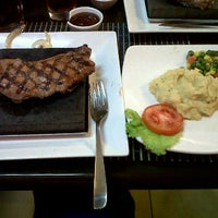 Photo taken at Bobby's Steak & d'grill Stone by Chely L. on 10/13/2011