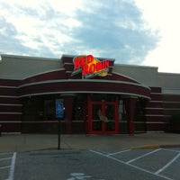 Photo taken at Red Robin Gourmet Burgers by Bill M. on 4/15/2011