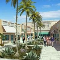 Photo taken at Capim Dourado Shopping by Luiz R. on 9/9/2011