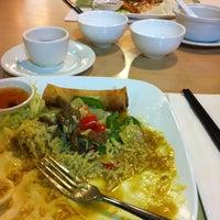 Photo taken at Big Mouth Kee 大口記 by Leslie K. on 8/25/2012