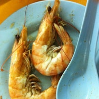 Photo taken at Restoran Yuen Buffet Steamboat by ✨郑✨ on 7/16/2012