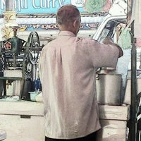 Photo taken at Cendol Bandar Tangkak (bus stand) by Nhadi on 3/27/2012