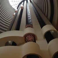 Photo taken at Holiday Inn Singapore Atrium by Pu-PuPu on 5/14/2012