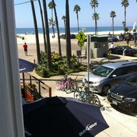 Photo taken at Venice Whaler Bar & Grill by Shea B. on 9/7/2012