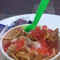 Photo taken at Yobe Frozen Yogurt by Wanesa L. on 8/11/2011