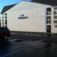 Photo taken at Howard Johnson Inn Maingate East by Sergio C. on 10/13/2011
