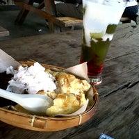 Photo taken at Foodcourt, giant hypersqure by debi w. on 1/10/2012