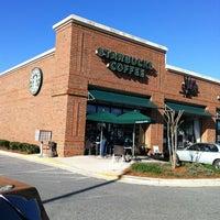 Photo taken at Starbucks by ECrab 🌐🌎🌐 on 3/27/2012