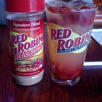 Photo taken at Red Robin Gourmet Burgers by Mr D. on 10/6/2011