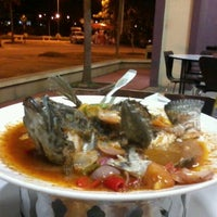 Photo taken at Restoran Kayu Manis by Mohd H. on 1/15/2012