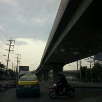 Photo taken at Mueang Min Intersection by ♪♥★ⓒⓗⓐⓣⓒⓗⓐⓡⓘⓝ★♥♪ on 4/23/2012