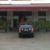 Photo taken at Cangkir Kopi by Restu Ade H. on 8/27/2012