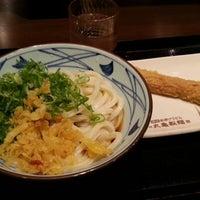 Photo taken at 丸亀製麺 仙台東口店 by Satoru A. on 7/27/2012