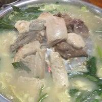 Photo taken at ร้านศรีปทุม หมูกะทะ-หมูย่างเกาหลี :-P by Suticha W. on 5/25/2012