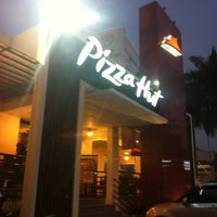 Photo taken at Pizza Hut by hardani poniman d. on 9/1/2012