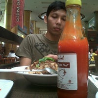 Photo taken at Pizza Hut by Vee A. on 1/8/2012