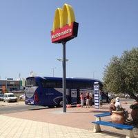 Photo taken at משאוושה חומוס פול by Alex Q. on 4/5/2012